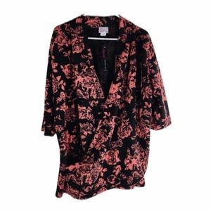 Swak Sealed floral Cross Front Top Size 3X NWT